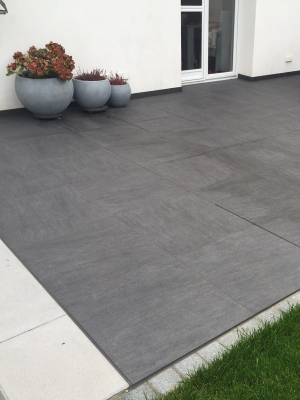 Ardesia Nero Virtue Vitrified Porcelain Paving Slabs - Mix Size Patio Pack