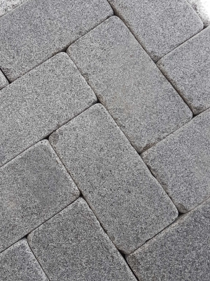 Drak Grey Antique Granite Setts - 200x100 Pack