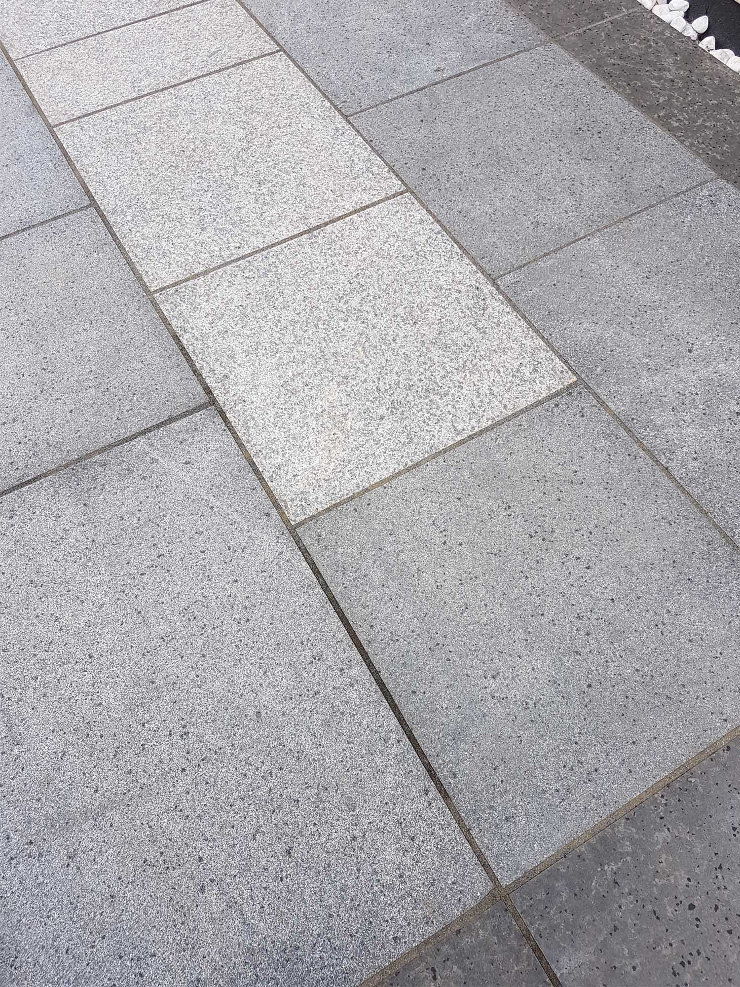 Dark Stone Slabs : Dark grey granite paving mid blue