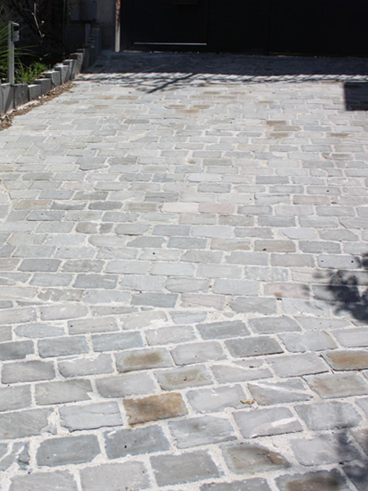 Kandla Grey Sandstone Cobbles & Setts - 200x100 Pack