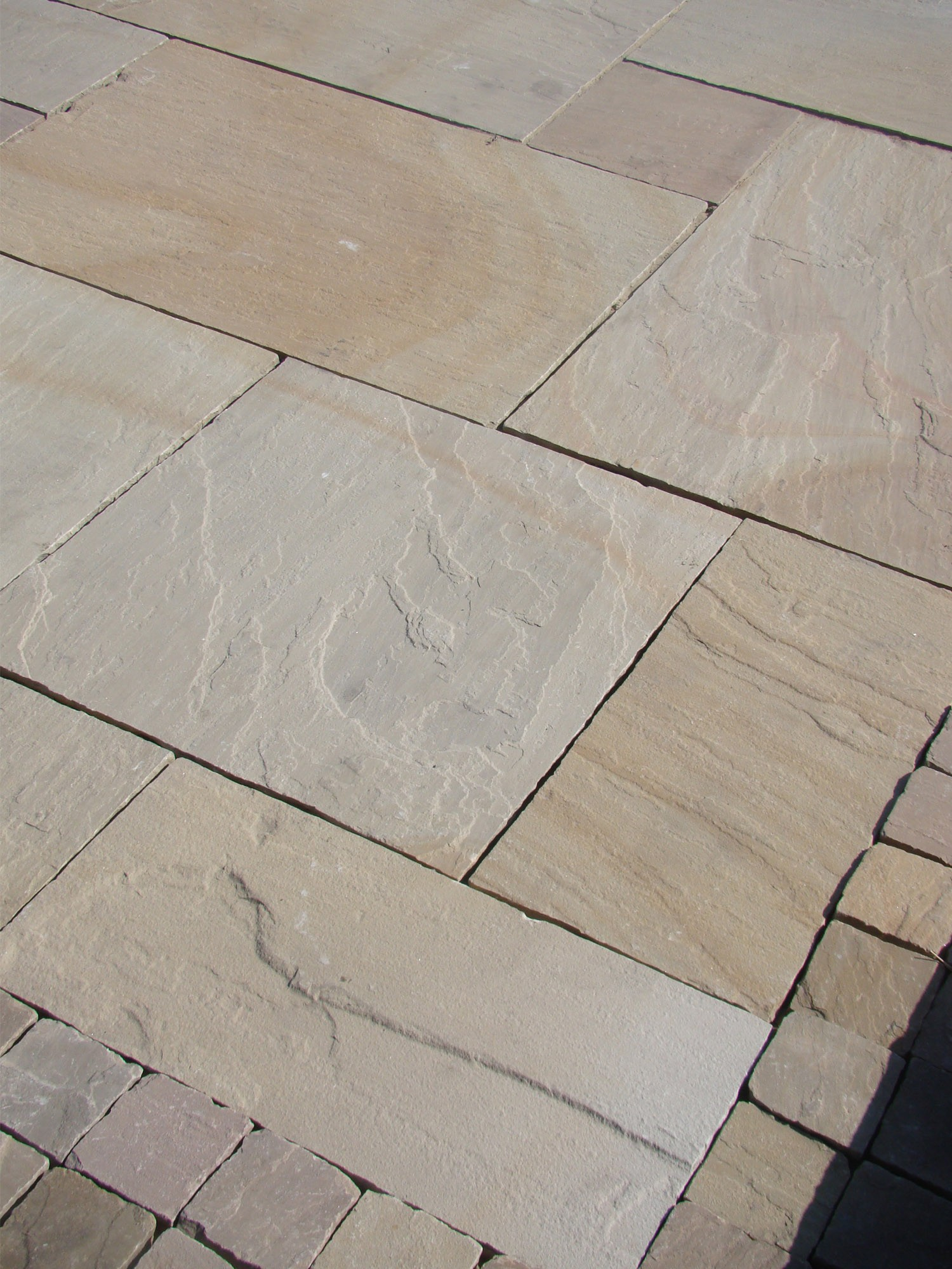 Rippon Buff Indian Sandstone Paving Slabs - Mix Size Patio Pack