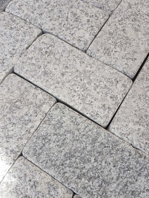 Silver Grey Antique Granite Setts - 200x100 Pack